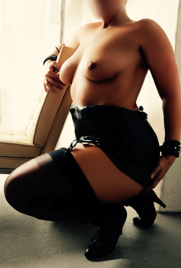 ROYAL ESCORT CZECH MATURE ESCORT